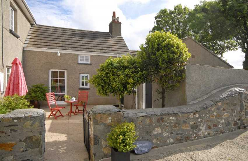 Porthgain holiday cottage with large gardens - sorry no pets