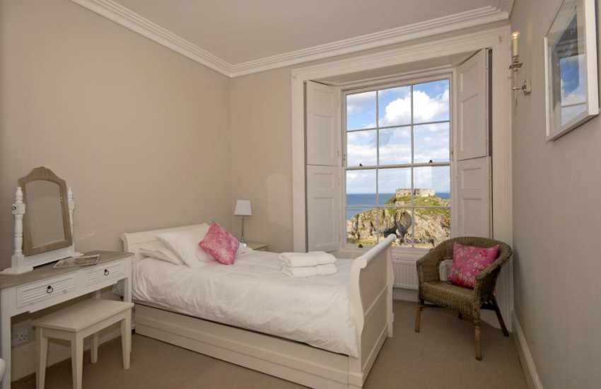Tenby Harbour holiday home overlooking the sea - 2nd floor single with pull out bed