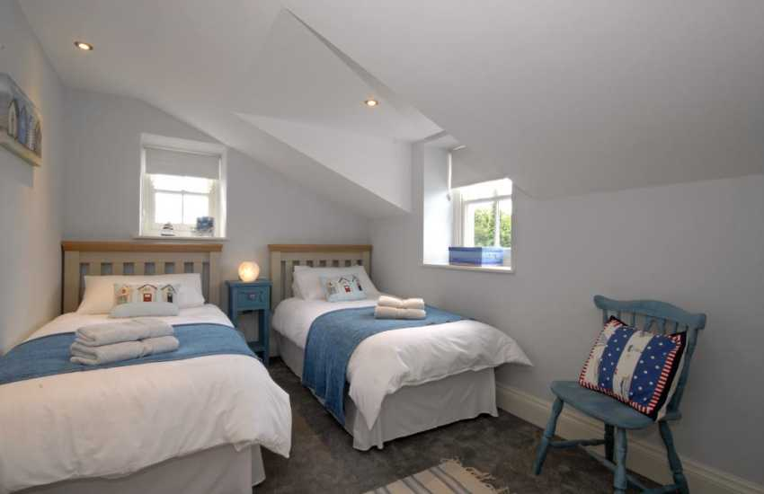 Pembrokeshire cottage sleeping 8 - twin with countryside views