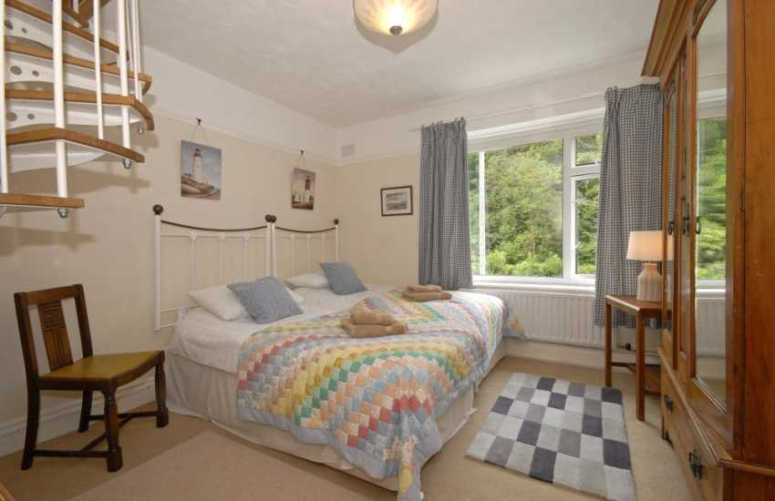Gower holiday apartment sleeps 10 - twin with spiral staircase to 2nd floor bedrooms