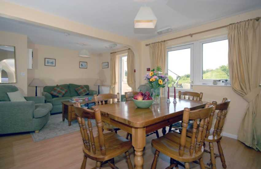 Broad Haven holiday cottage - open plan lounge diner