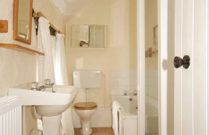Newgale holiday home - family bathroom