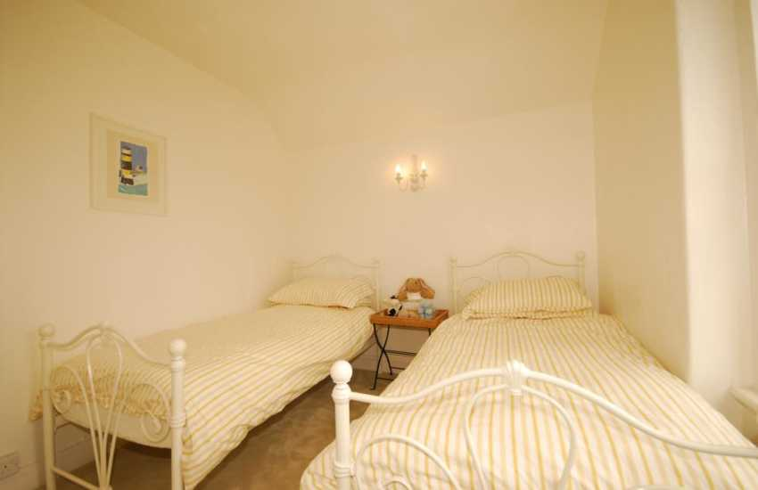 Twin bedroom of Welsh holiday cottage near Morfa Nefyn on the Lleyn Peninsula