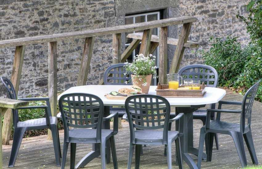Pet friendly mid Wales holiday cottage - garden