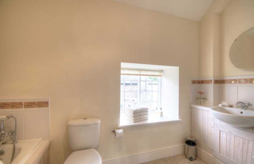 Hay on Wye holiday cottage - bathroom