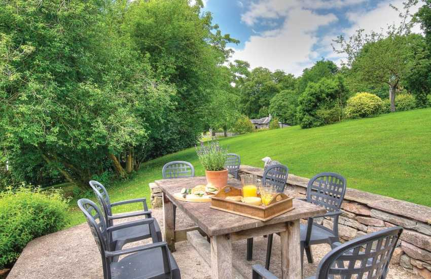 Pet friendly cottage mid Wales - garden