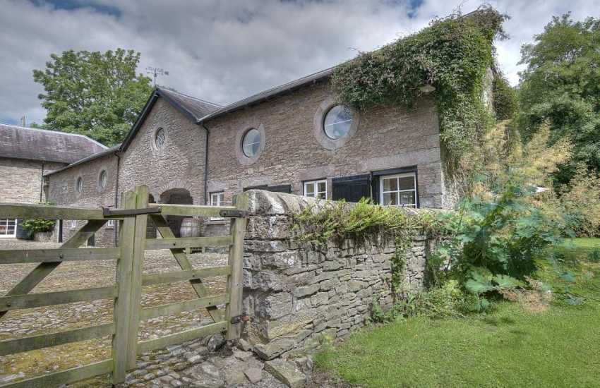 Pet friendly holiday cottage mid Wales - exterior