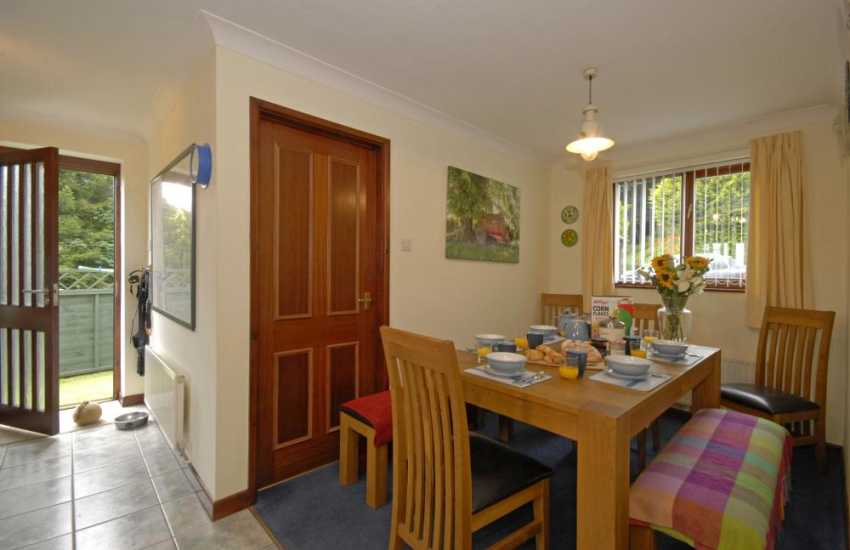 Llansteffan self-catering large family home - open plan kitchen/dining area