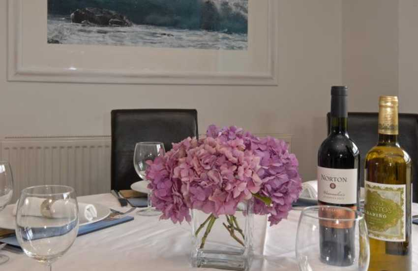 Solva - luxury spacious home for parties and family get togethers