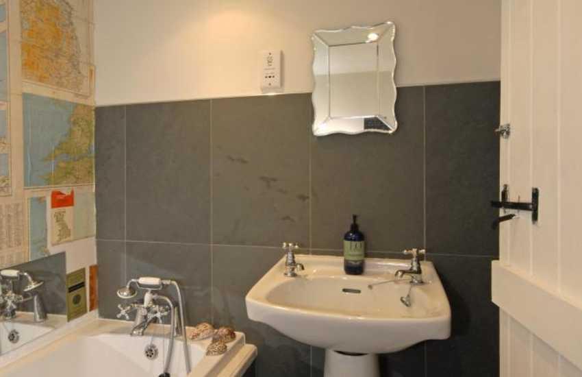 Llansteffan holiday home - ground floor family bathroom