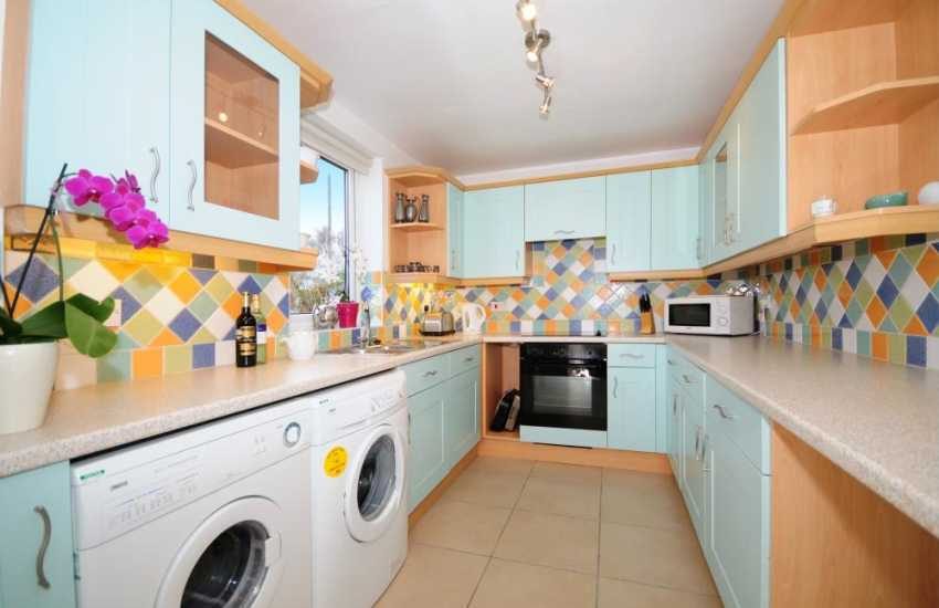 North wales holiday cottage near beach - kitchen