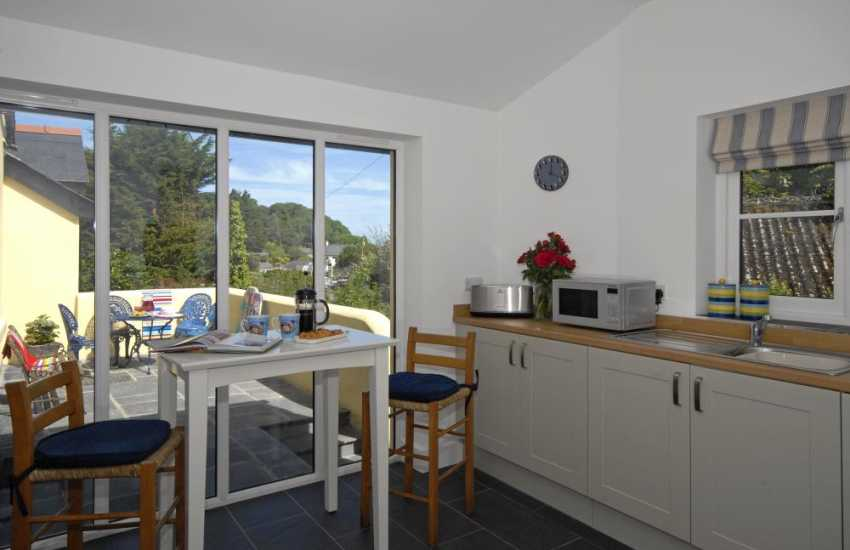 Self catering family holiday home Newport - spacious kitchen with bistro bar