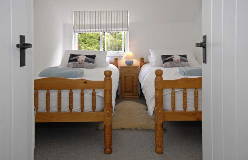 Newport Pembrokeshire holiday home sleeps 6 - twin with sea views