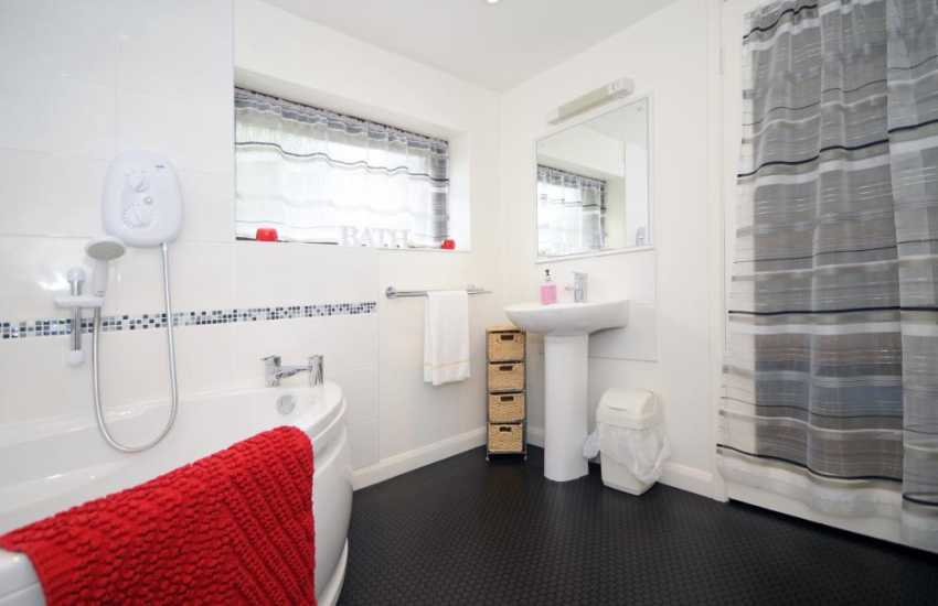 Harlech holiday house - bathroom  (this bathroom is shared with bedrooms A and B )