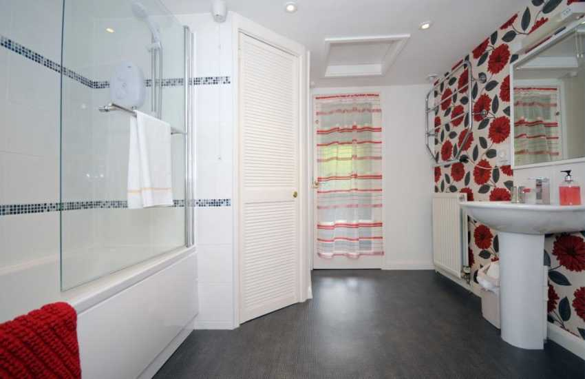 Harlech holiday house  - bathroom