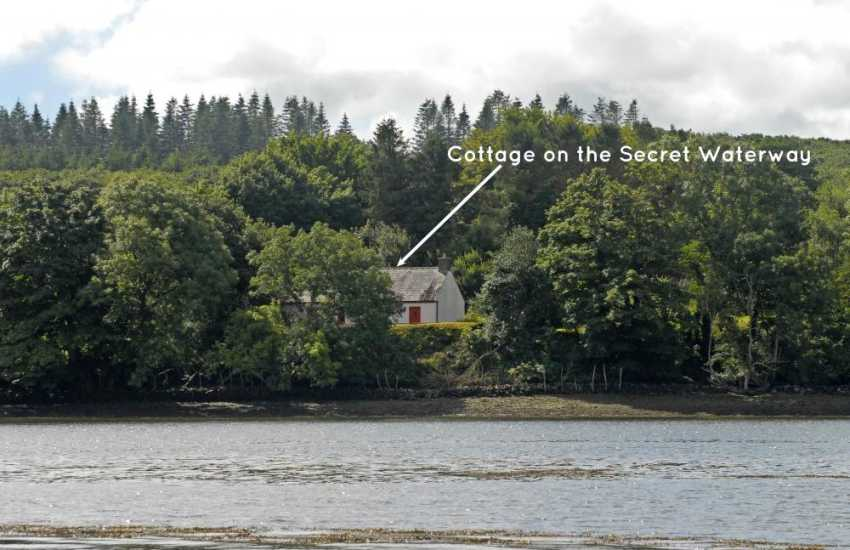 Landshipping riverside holiday cottage in tranquil setting - pets welcome