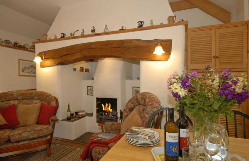 Snug holiday cottage on the Secret Waterway with open plan living/dining room