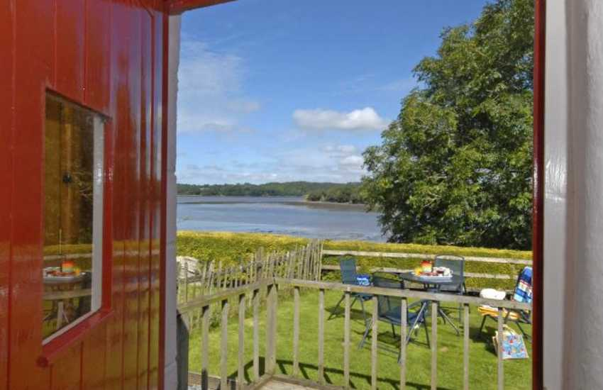 Pembrokeshire holiday cottage with river views