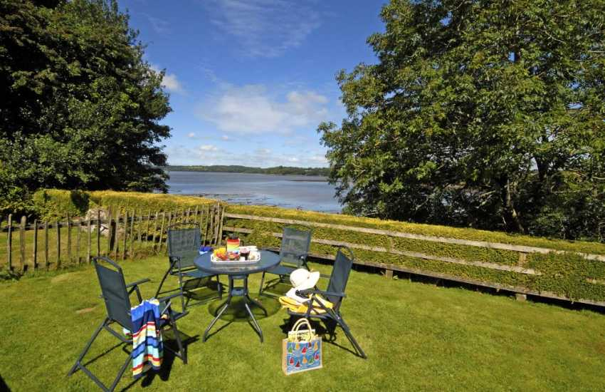 Lawrenny holiday cottage with gardens over looking the river