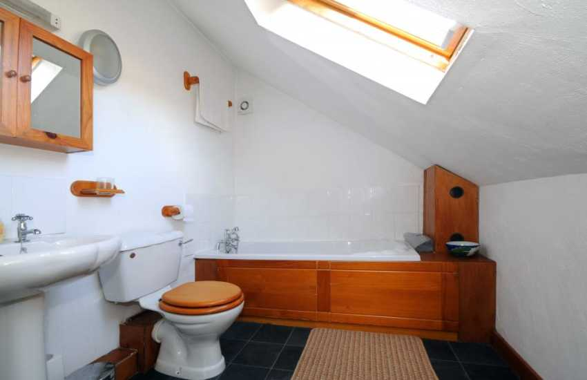 Caernarfon holiday cottage - bathroom