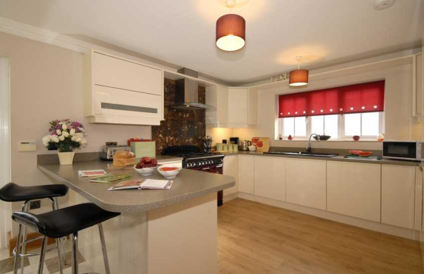 Self catering holiday home Solva - luxury modern kitchen/diner with range cooker