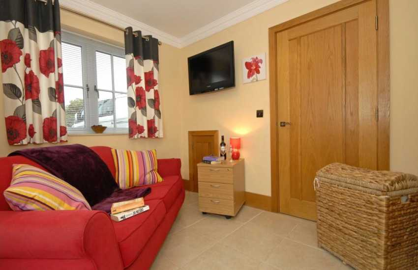 Holiday cottage in Solva - snug with T.V. and free Wi-Fi