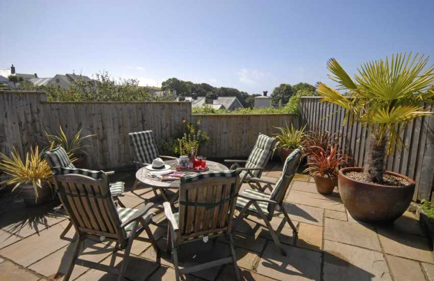 Tenby holiday bungalow with private patio and garden
