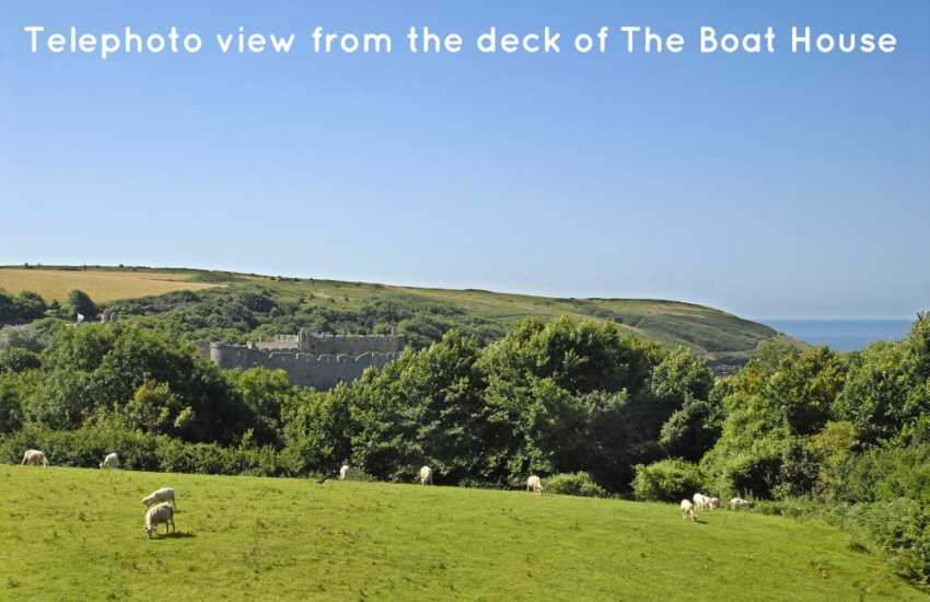 Manorbier holiday cottage with views to the castle and coast beyond
