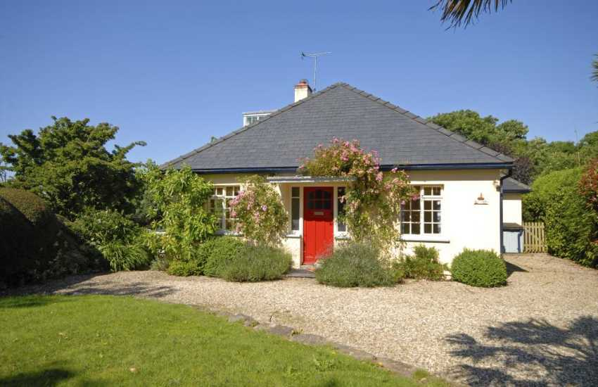 Manorbier holiday cottage with private gardens and pets welcome