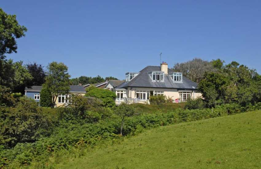 Manorbier holiday home 1930's style dormer cottage with sea views - dogs welcome