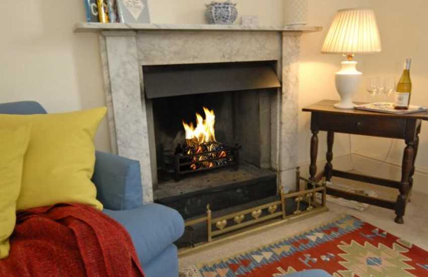 Manorbier - cosy holiday cottage with open fire