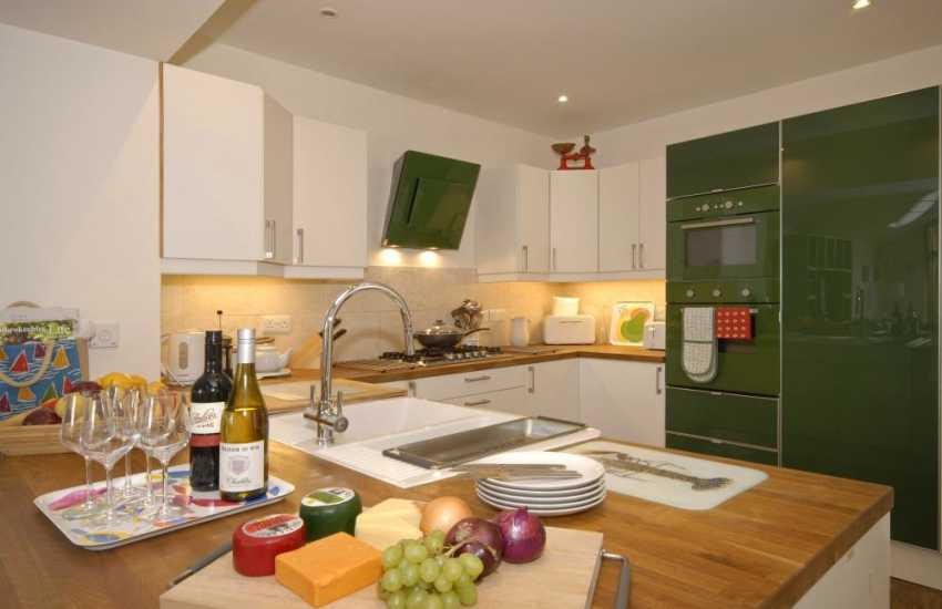 Manorbier self-catering cottage with modern fitted kitchen
