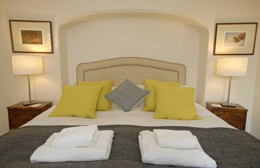 South Pembrokeshire holiday cottage with luxury 100 percent white cotton bedding
