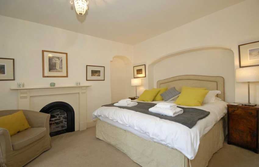South Pembrokeshire holiday cottage sleeps 8 - ground floor super king size master bedroom
