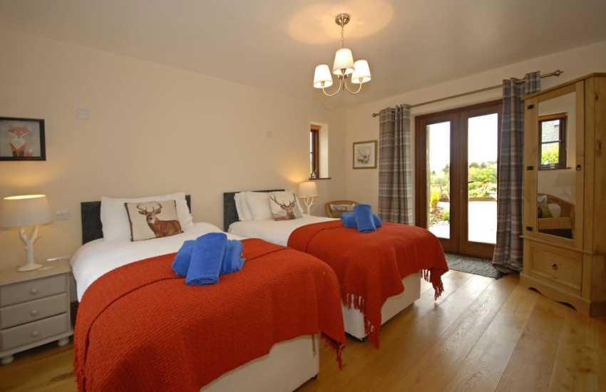 Cottage in Stackpole Pembrokeshire sleeps 5 - ground floor zip and link double/twin bedroom