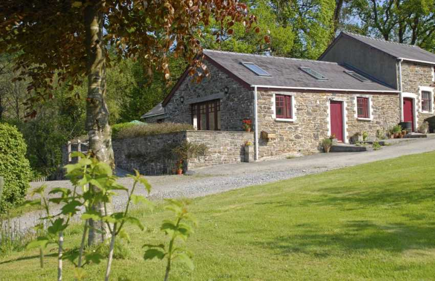 Pet friendly Laugharne holiday cottage with 70 acres of woodlands