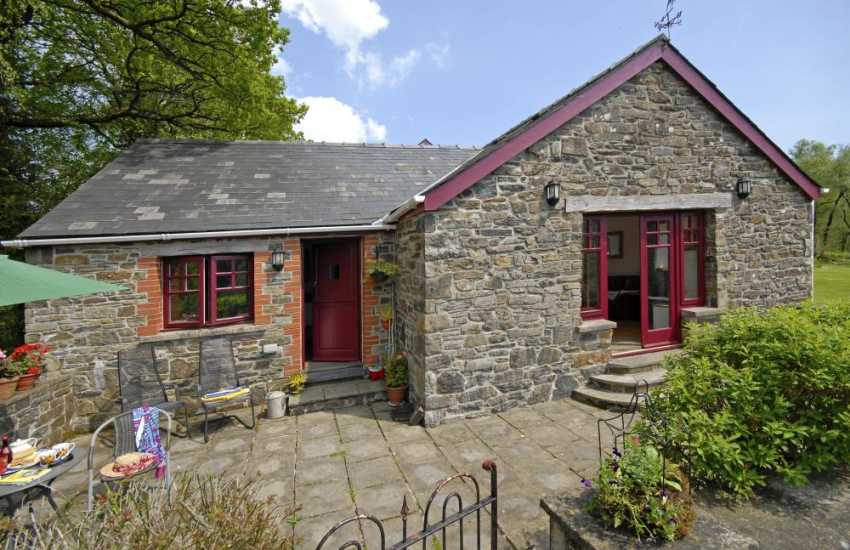 Carmarthen holiday cottage - private sheltered patio