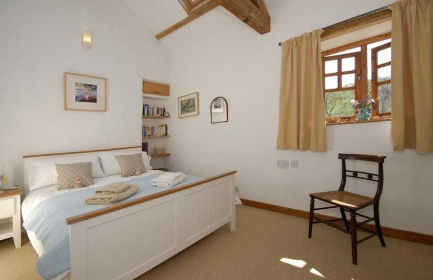 Rural retreat Carmarthenshire sleeps 4 - double bedroom