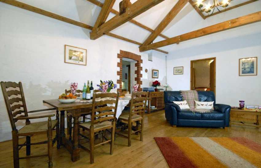 Oak Barn St Clears - open plan dining area