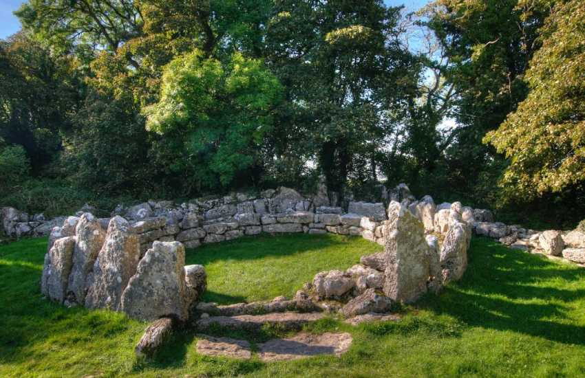 Din Lligwy hut circle is an ancient village site near the east coast of Anglesey close to the village of Moelfre , Anglesey