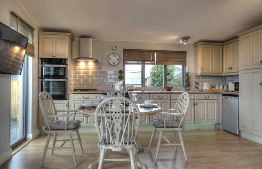 2 bedroomed cottage Anglesey - kitchen