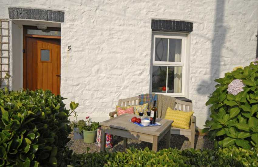 Pet friendly Solva holiday cottage with enclosed front garden