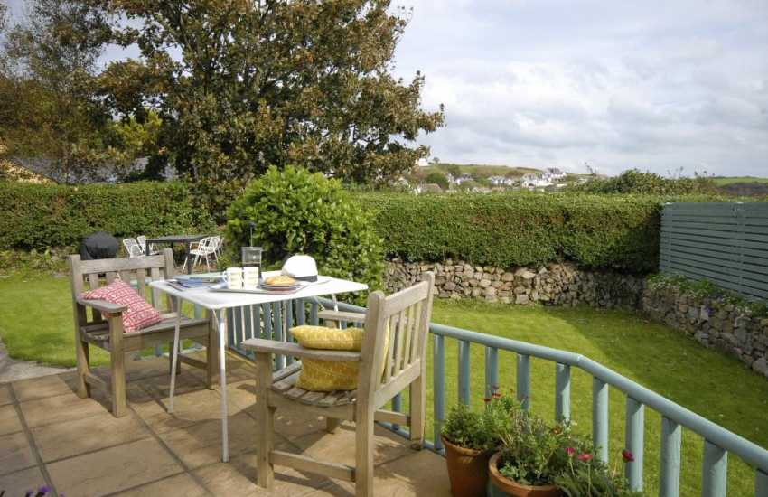St Davids Peninsula holiday home with enclosed rear gardens - dogs welcome