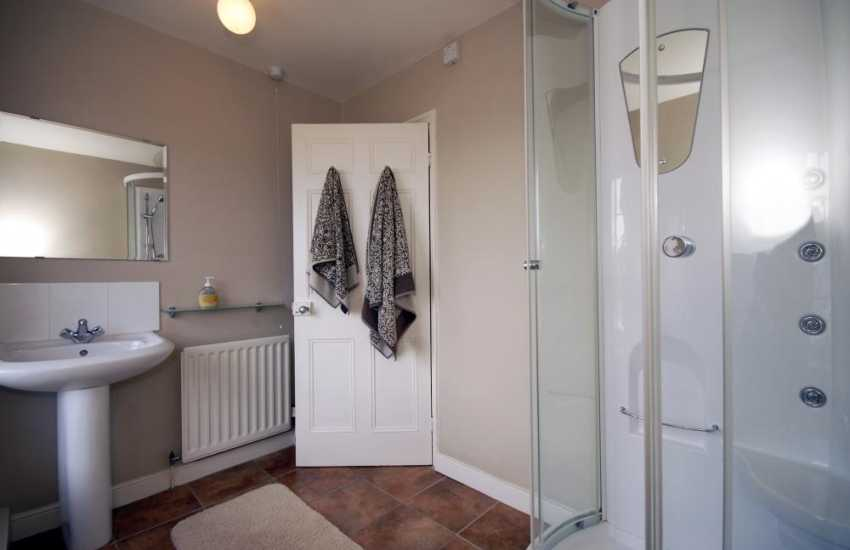 Aberaeron holiday home with massage jet shower