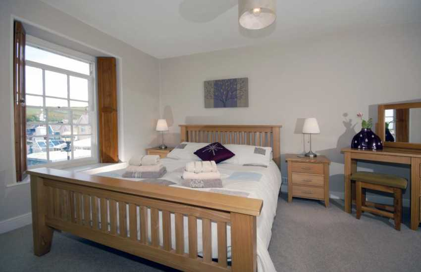 Cardigan Bay coastal holiday home - king size master