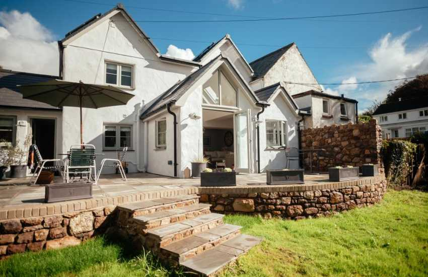 Holiday cottage in the village of Reynoldston-sleeps 6