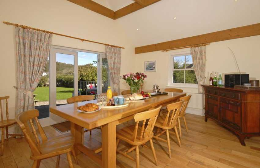 Dale - large family house with dining room leading to the garden