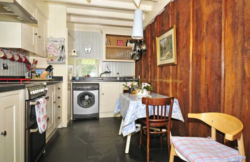 Pet friendly Criccieth holiday cottage - kitchen