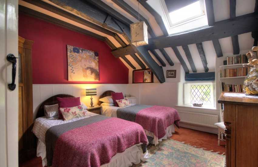 Pet friendly Cwm Pennant holiday cottage - bedroom