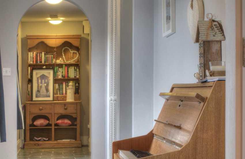 Llyn Peninsula holiday cottage - hall